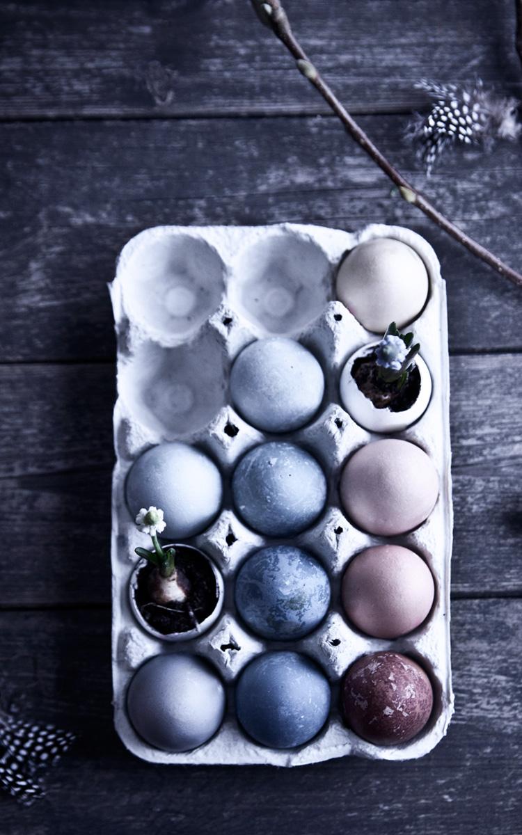 Så färgar du egna ägg med naturliga råvaror