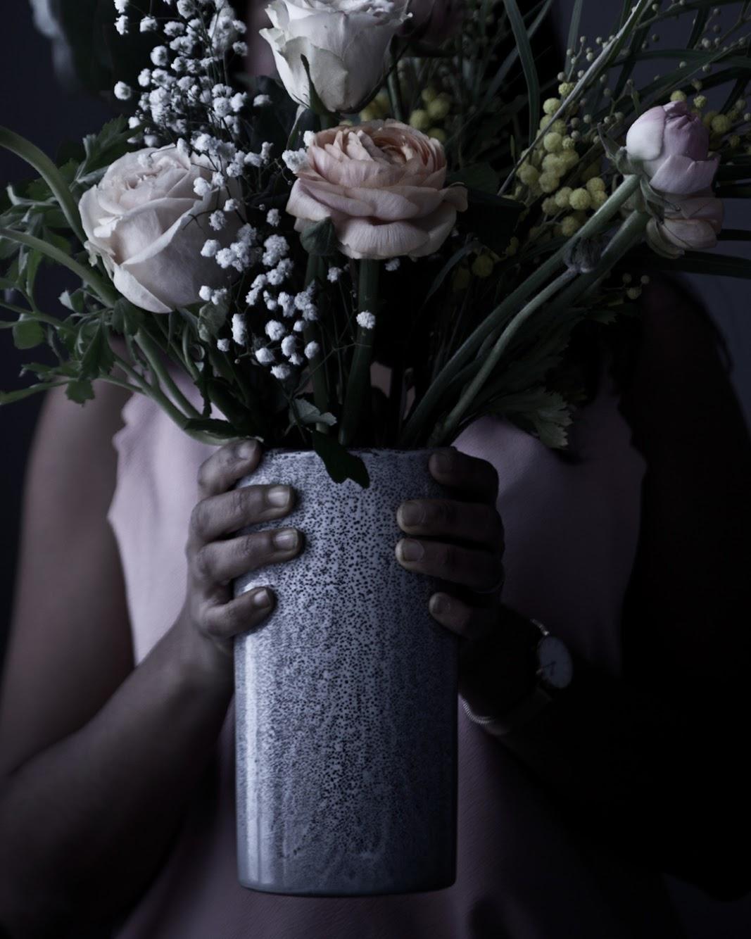 Blombukett i keramikvas