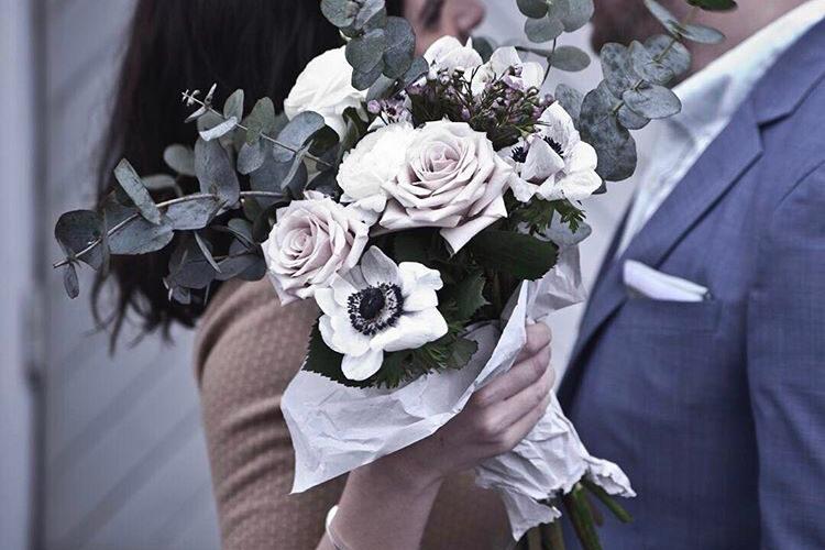 Skicka blommor i bröllopspresent