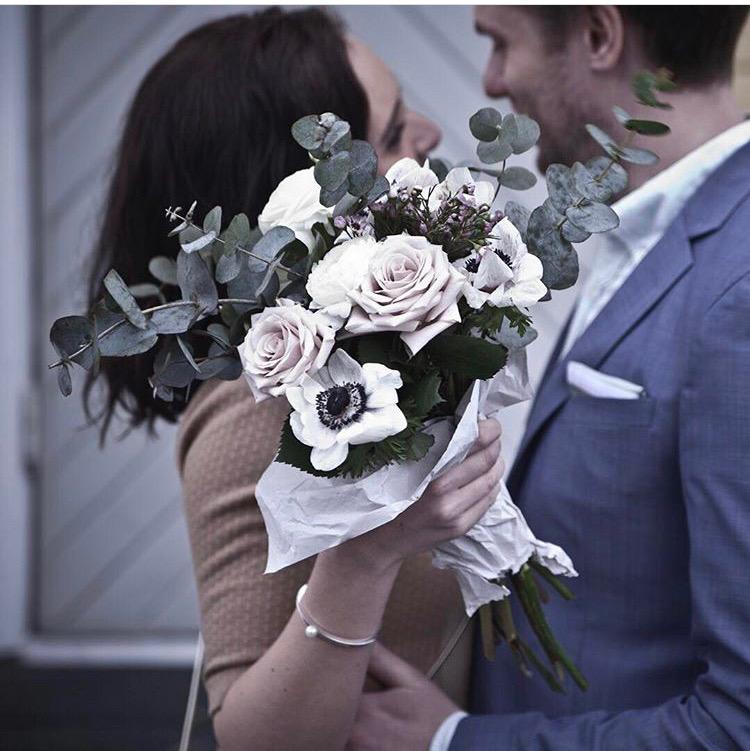 Överraska någon med en bukett blommor på alla hjärtans dag