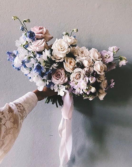 Ljuslila brudbukett från flowersbar