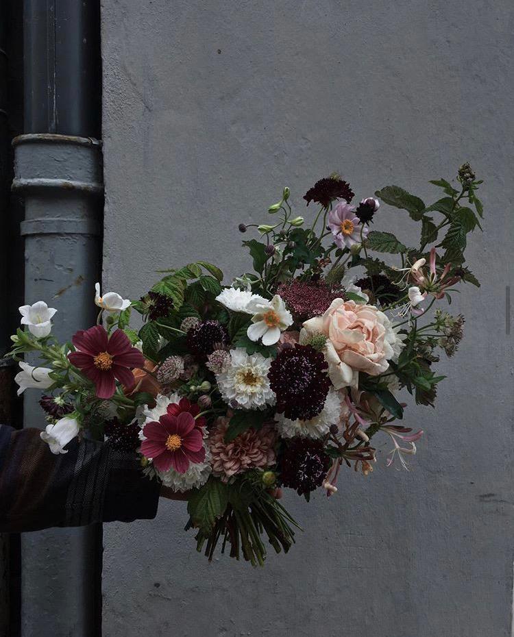 Brudbukett i bordeaux, plommon och vitt